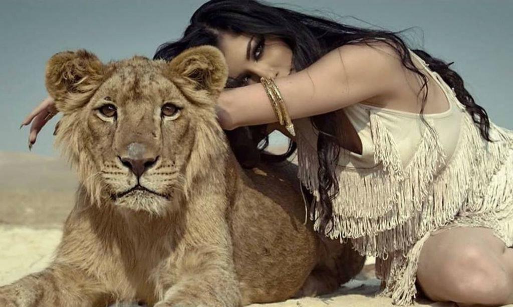 Красивые картинки девушки со львом