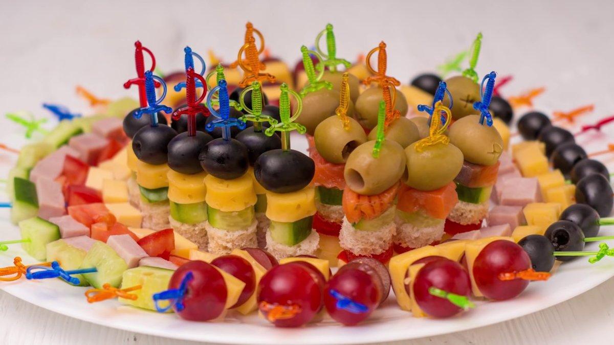 Бутерброды на праздничный стол рецепты с фото простые и вкусные.