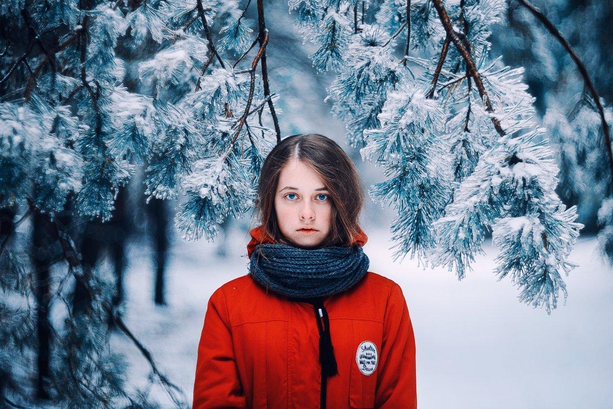 Фото девушка в зимнем лесу моему