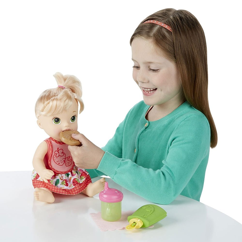картинки куклу кормят из-за