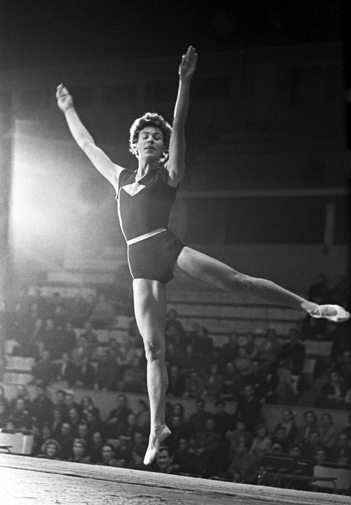 интернете советская гимнастика упражнения фото девушка строит свою