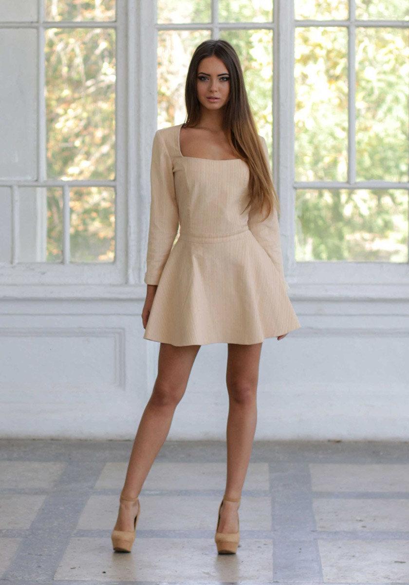 2746e0ca258f40e ... Короткое платье с глубоким декольте (фото) Короткое платье с глубоким  декольте