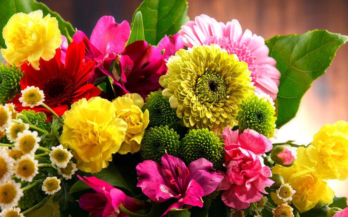 Фото с букетиком цветов