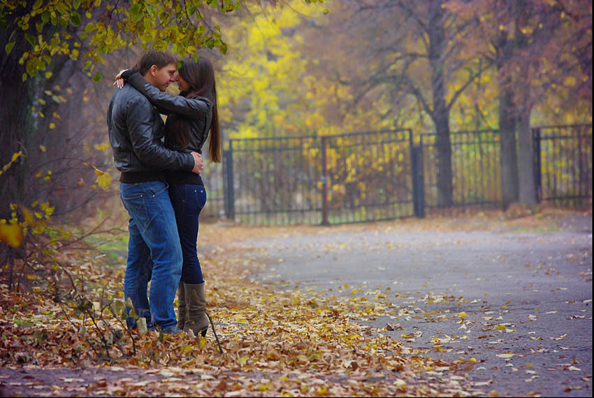 берем картинка пара гуляет в осеннем парке ходку колонию борисов