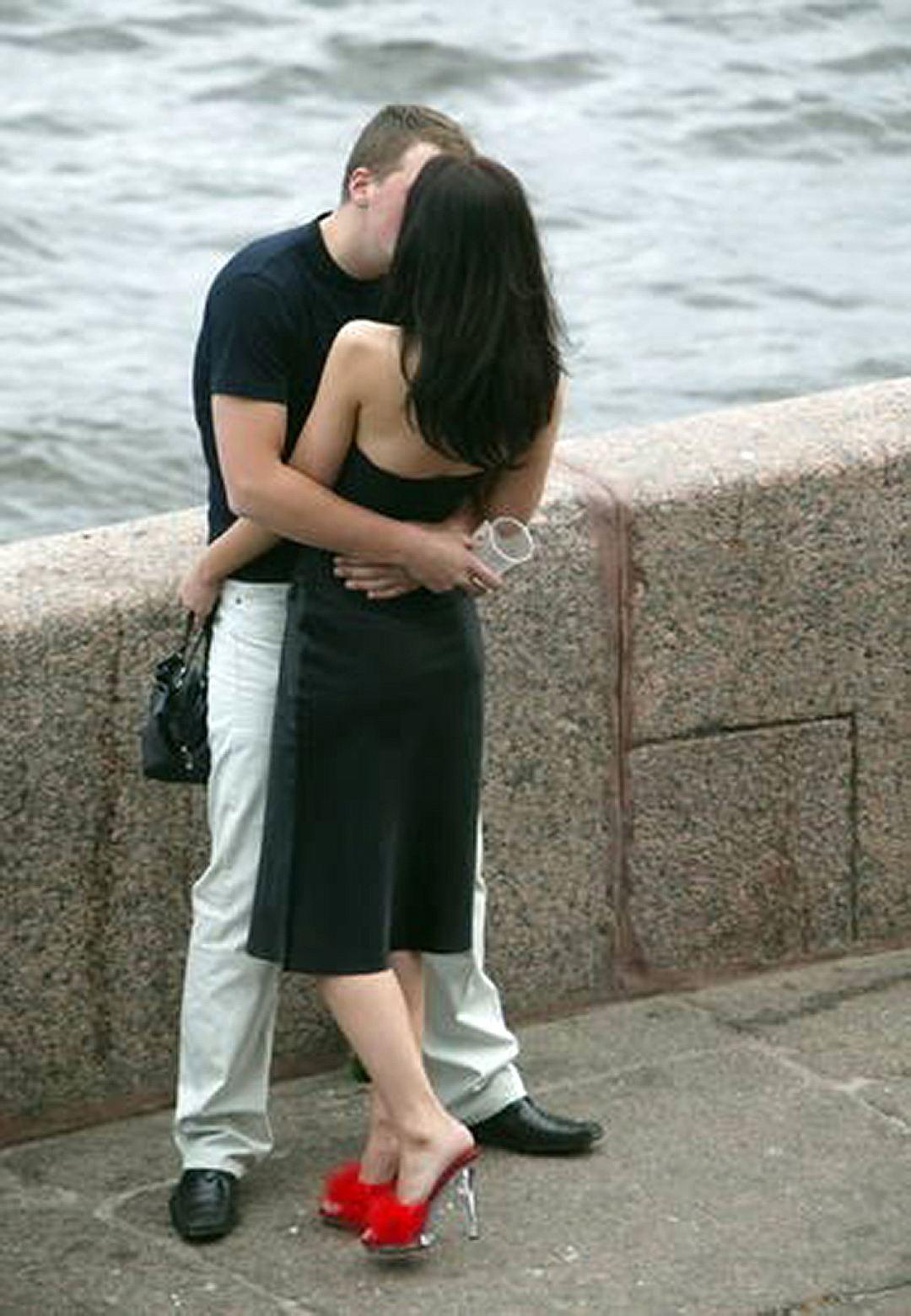 Жену вместе с другом с другом русские, красивое видео мужской член