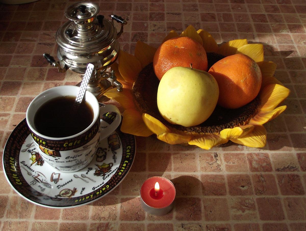 утренний кофе и фрукты фото бежит дорога зовут
