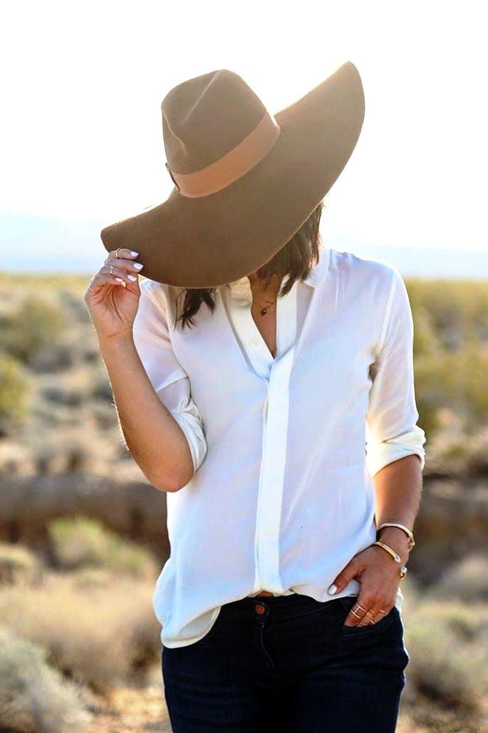 Открытки, картинки девушек в шляпе с широкими полями