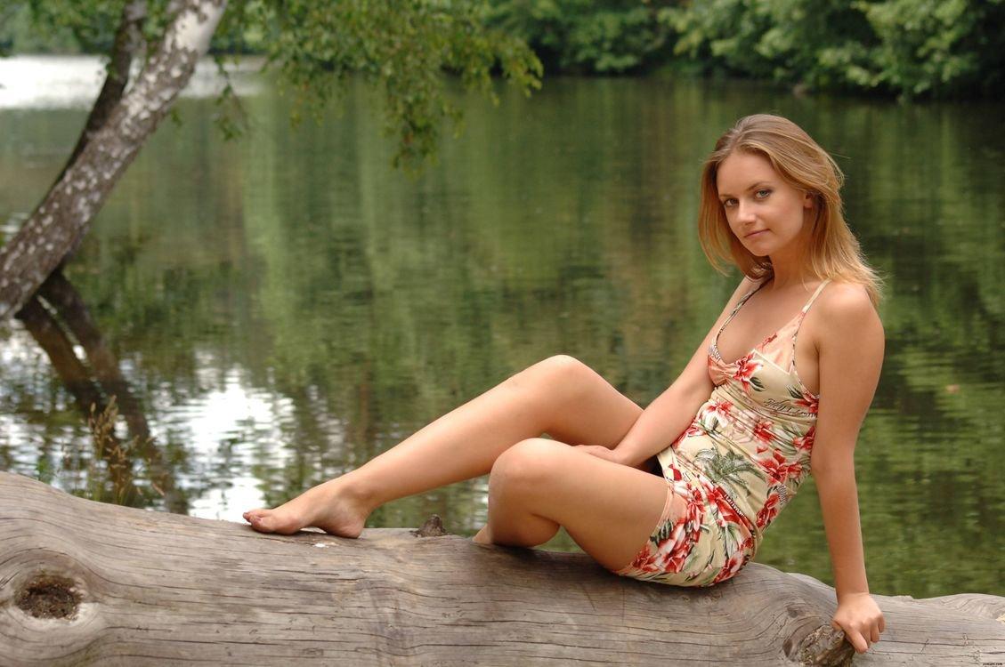 Короткие ролики девчонки на природе