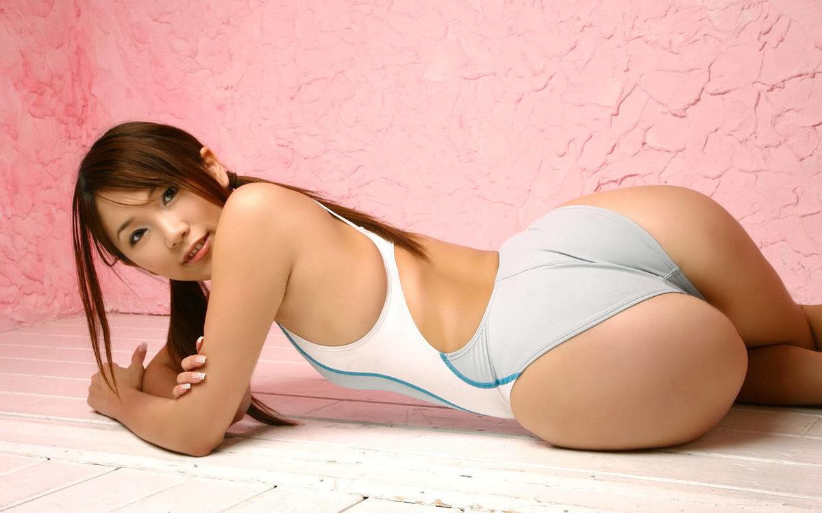 большая задница японки на фото закладки