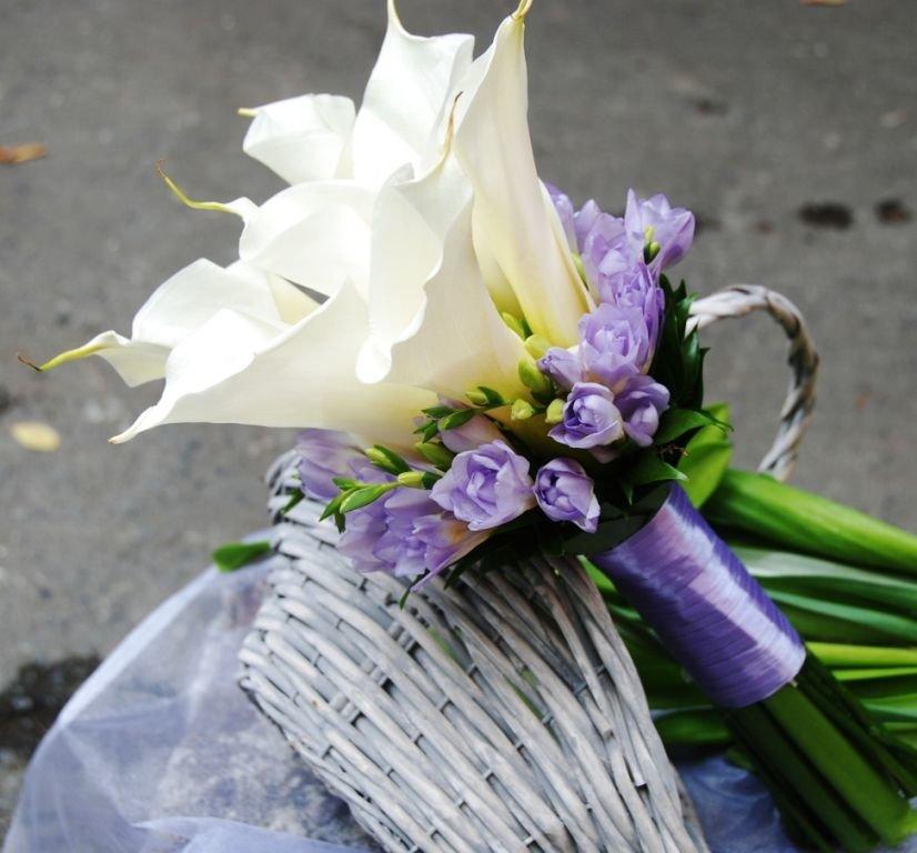 Каталог свадебный букет из калл и фрезий