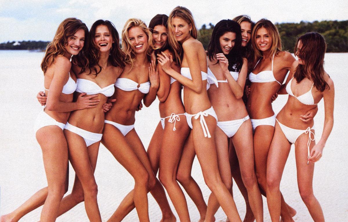 картинки толпа девушек в купальниках