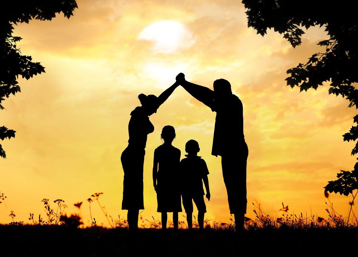 Открытки, картинки семьи с детьми нарисованные красивые на аву