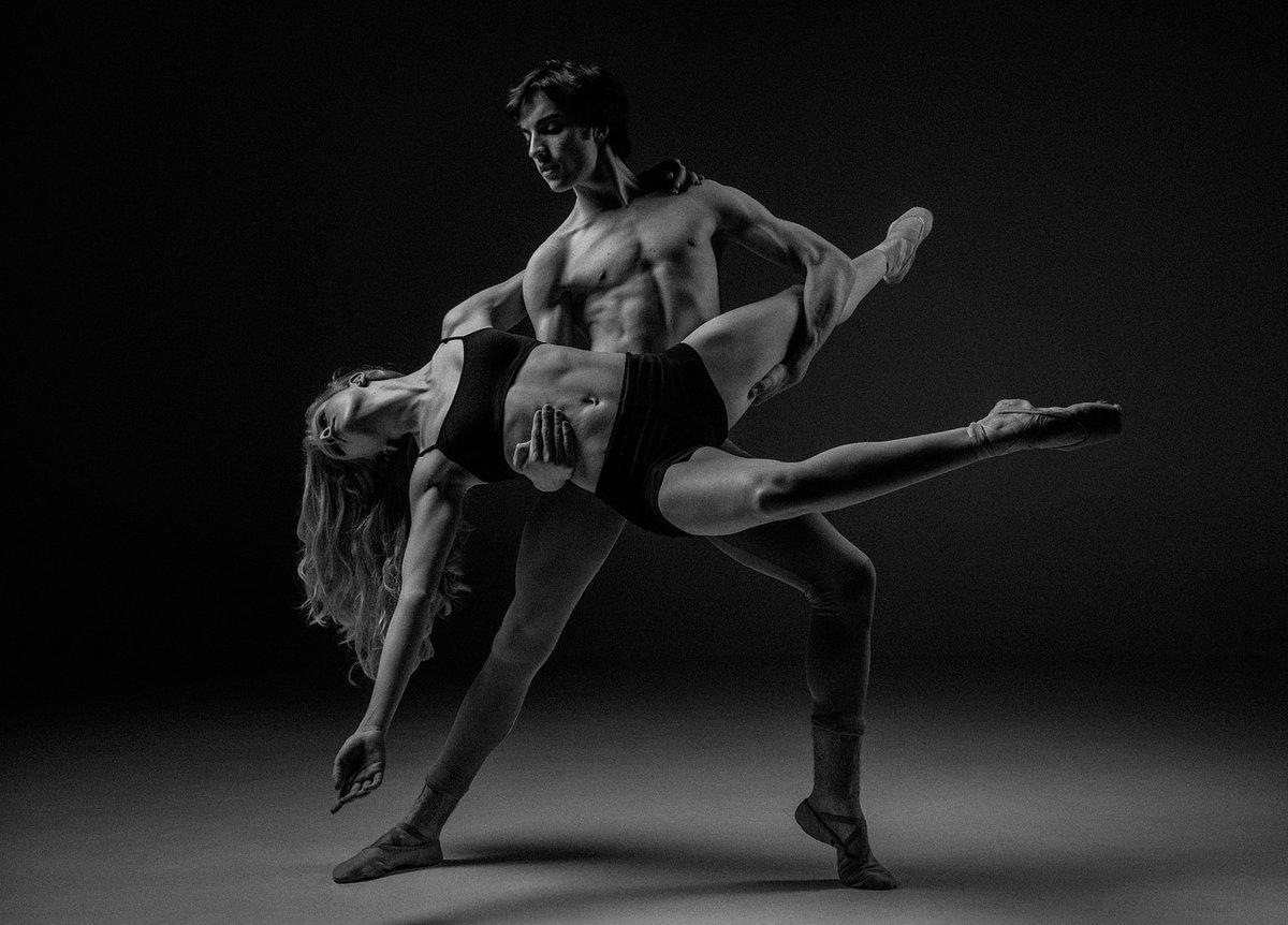 golie-pari-tantsuyut-porno-novinki-ukrainskie