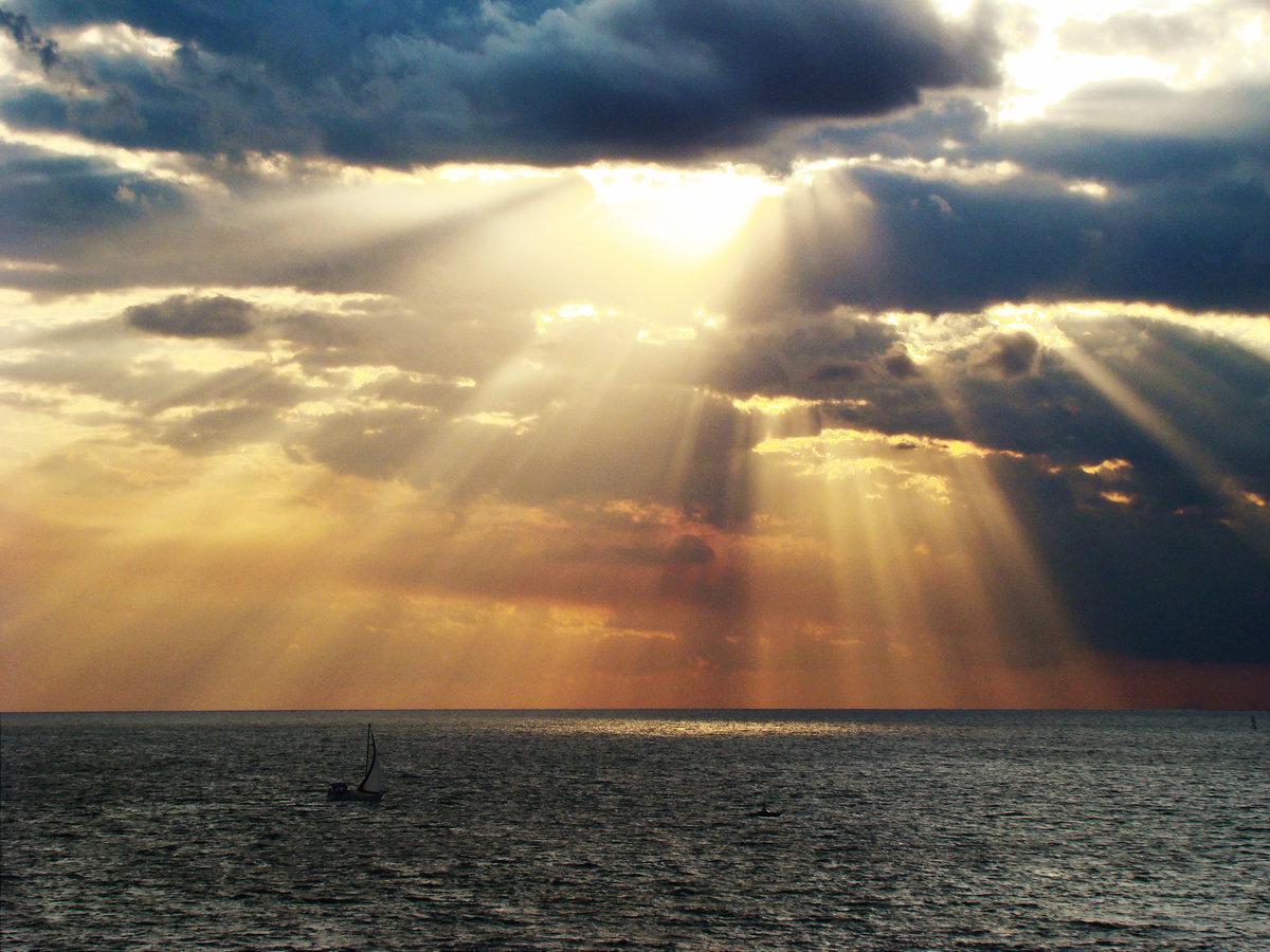 оказался фото лучи солнца сквозь облака современным теориям
