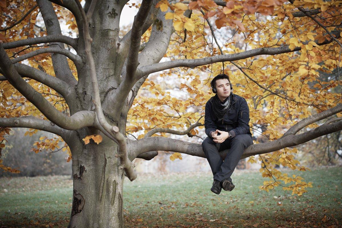 снимок картинка парень в парке осень мини