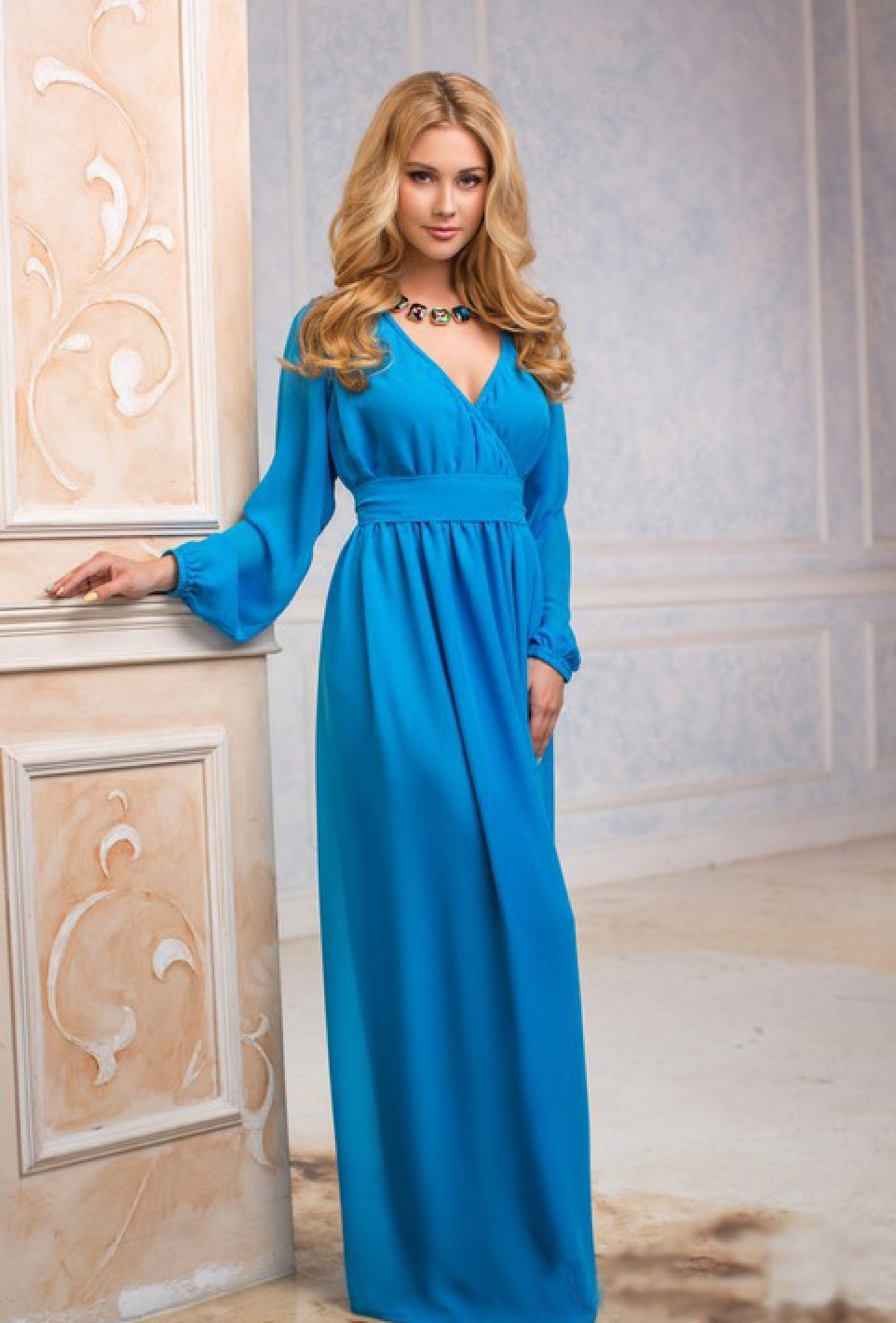 платье в пол с рукавами голубое фото яссах очень много