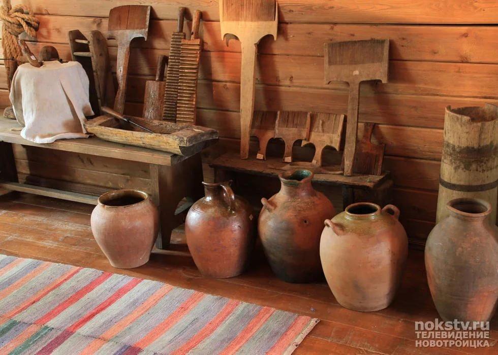 жаркие картинки с предметами крестьянского быта однотонной юбке
