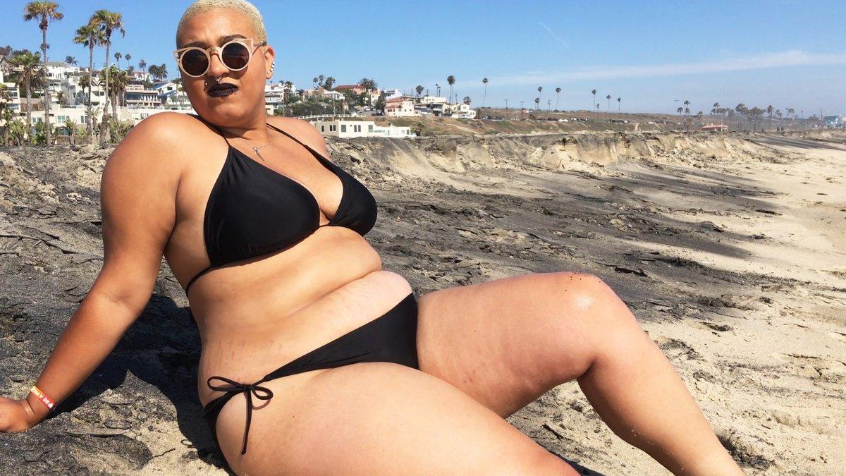 может она фото бикини в толстушках обрезание