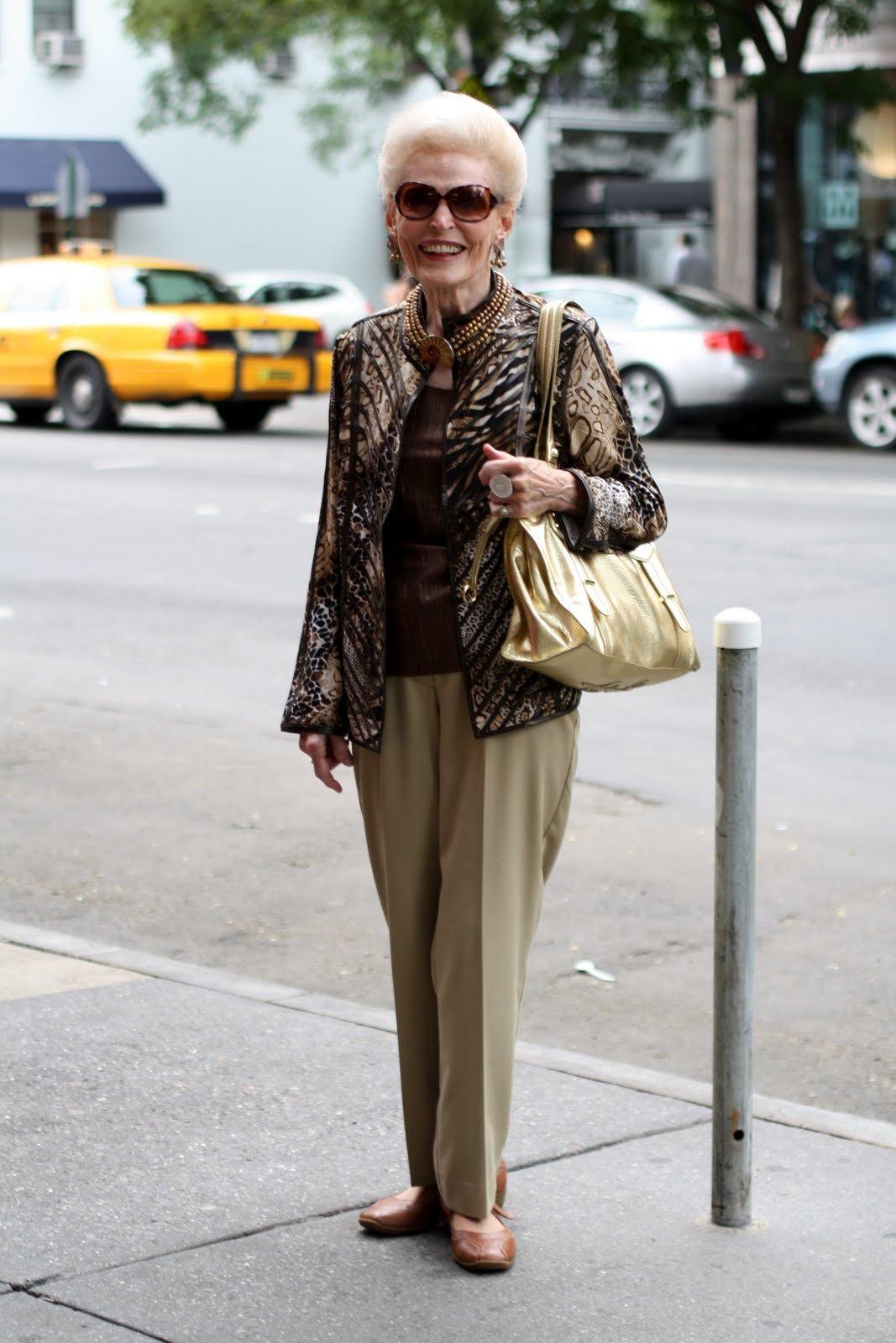 эти неприятна пожилая дама в брюках кончилась быстро третий