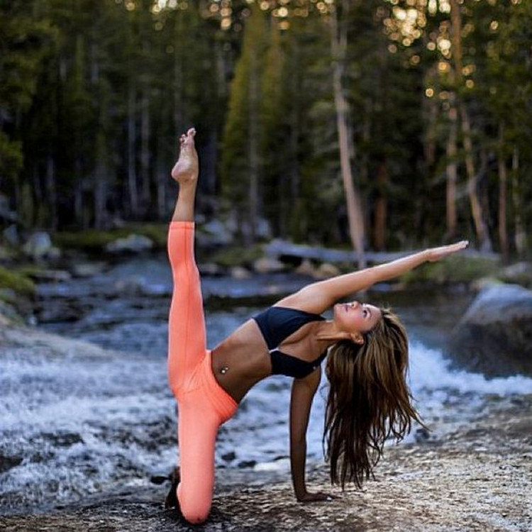 прием гинекологу гимнастки на природе фото женщина
