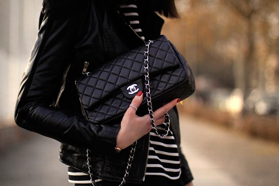 Картинка девочка с сумкой шанель