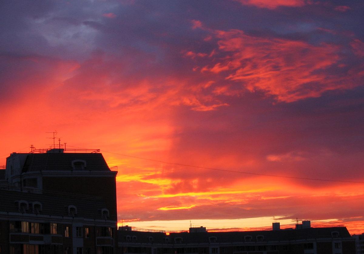 Картинка закат на крыше дома