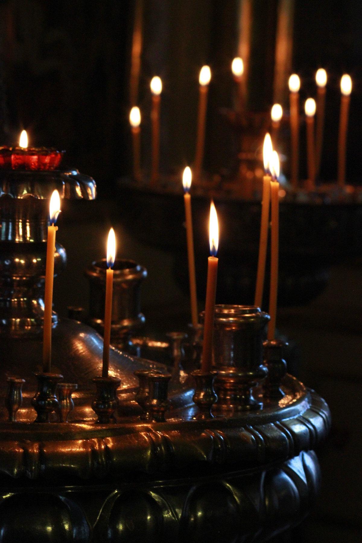 Свечи в храме фото