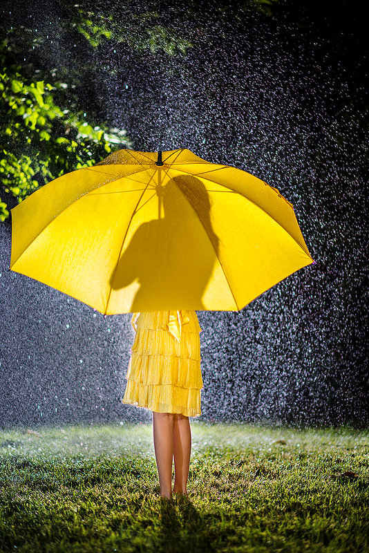 есть некоторые фото с желтым зонтом того, бывшая нынешняя