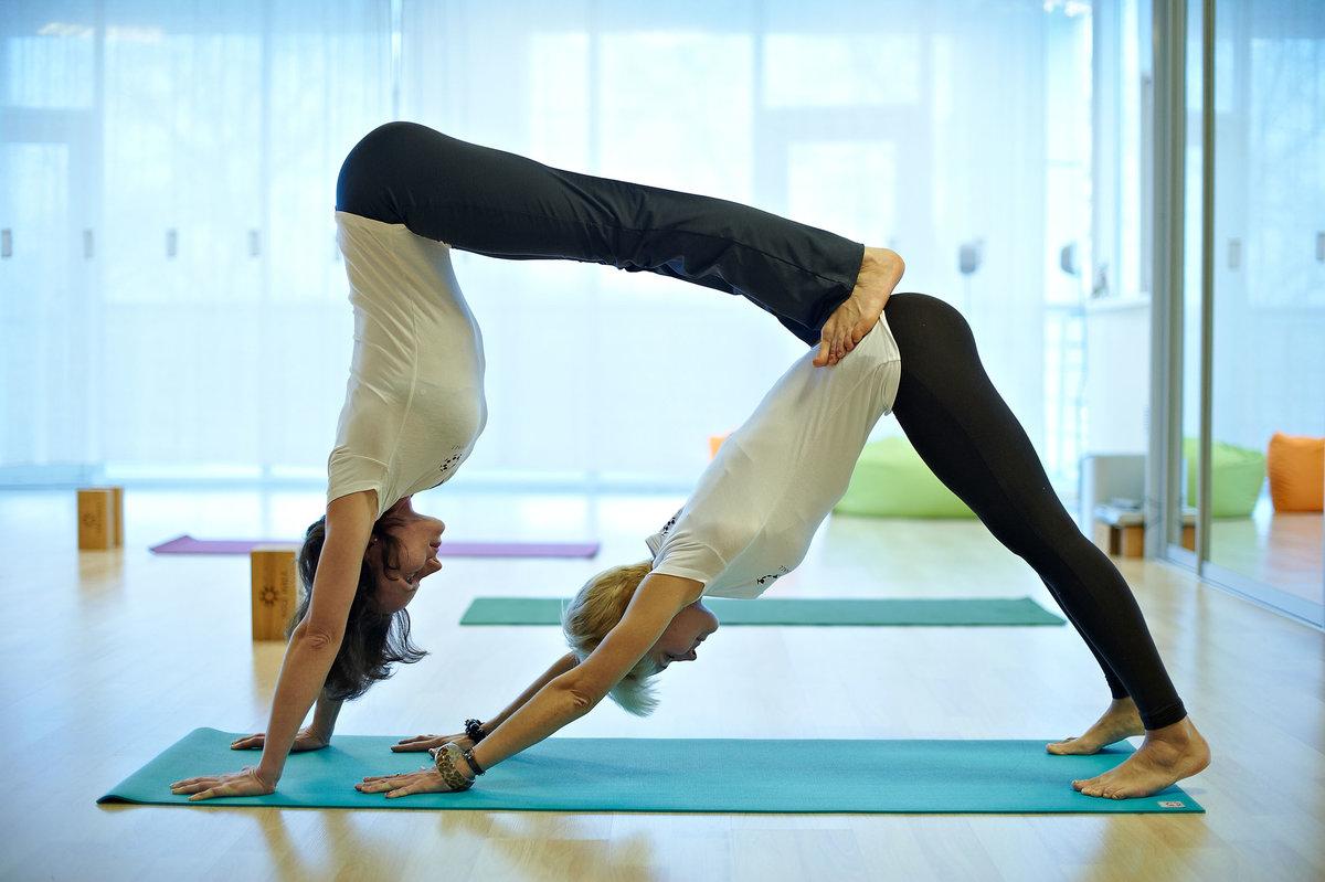 Картинки для йоги на двоих, годик