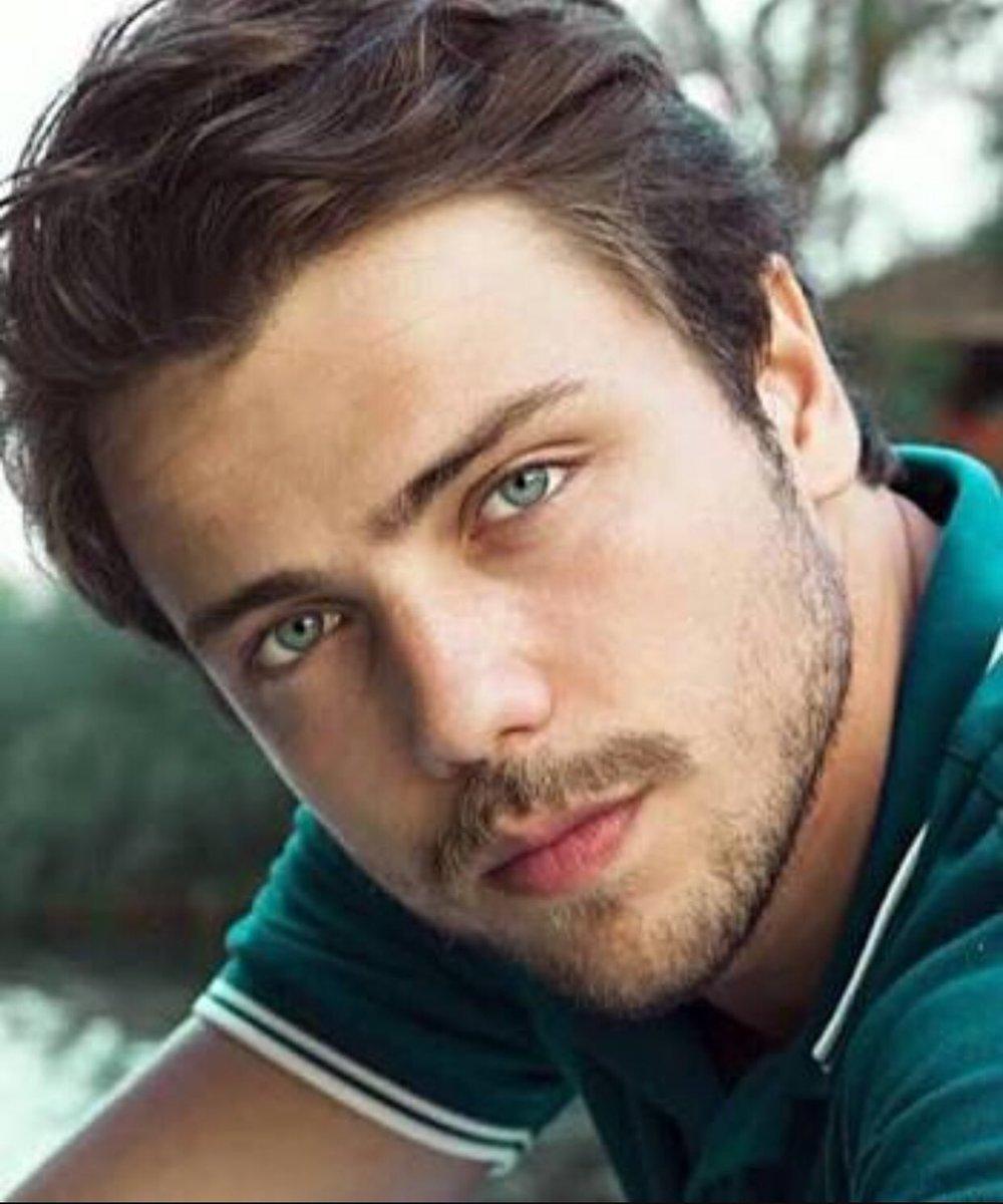опытные дизайнеры самые красивые турецкие актеры мужчины фото моменты школьных