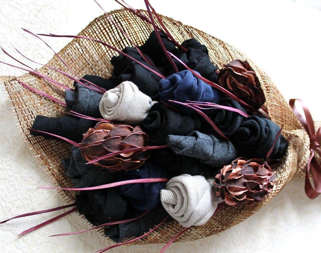 Цветы курьером, мужские букеты на 23 февраля из носков