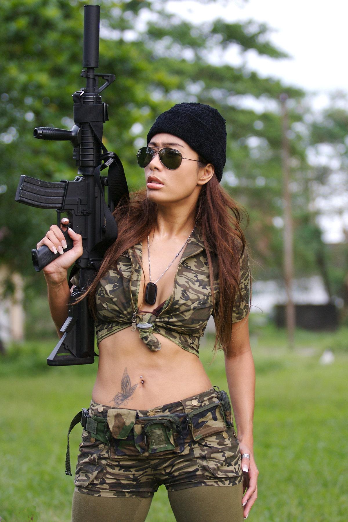 Женщины и оружие в картинках