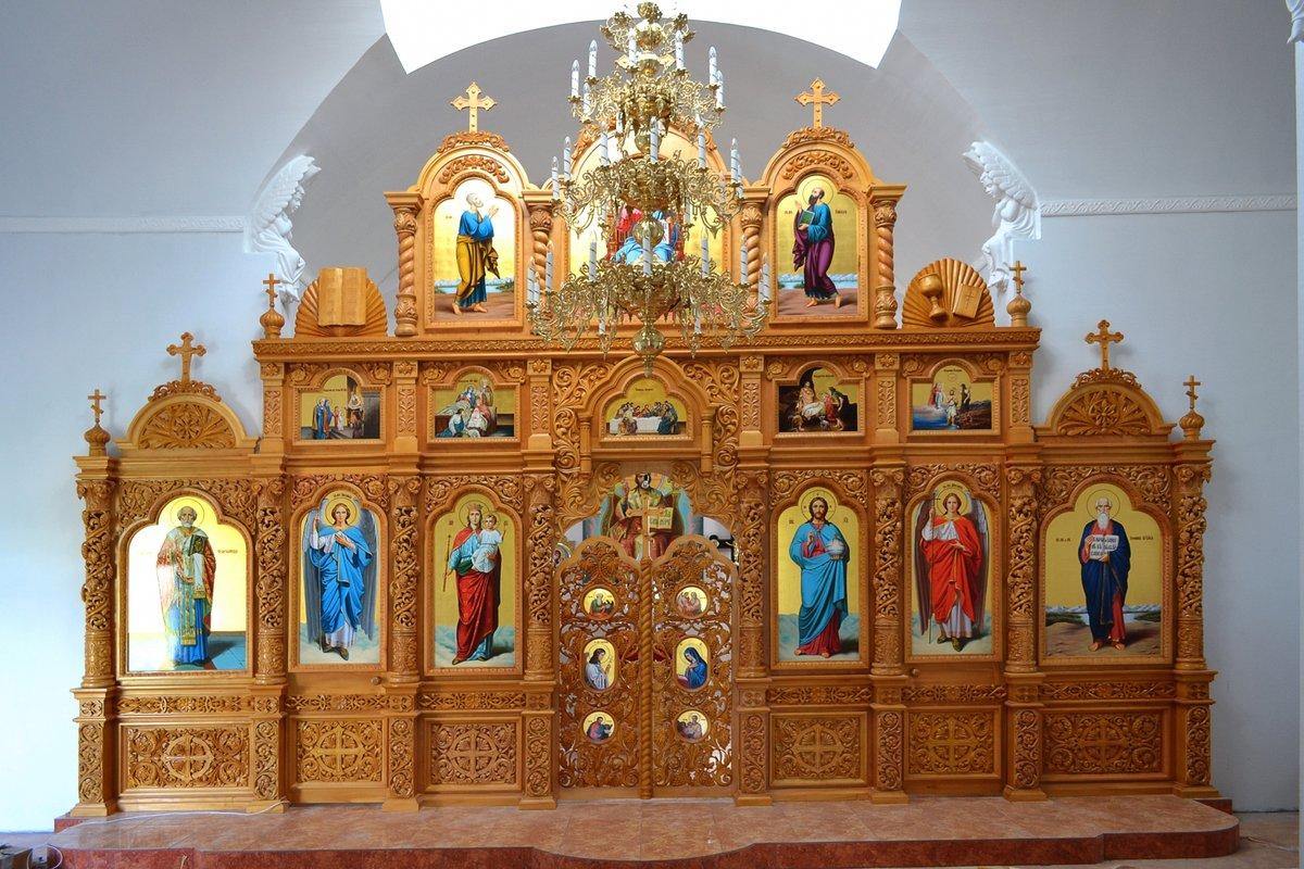 Картинка иконостас в церкви