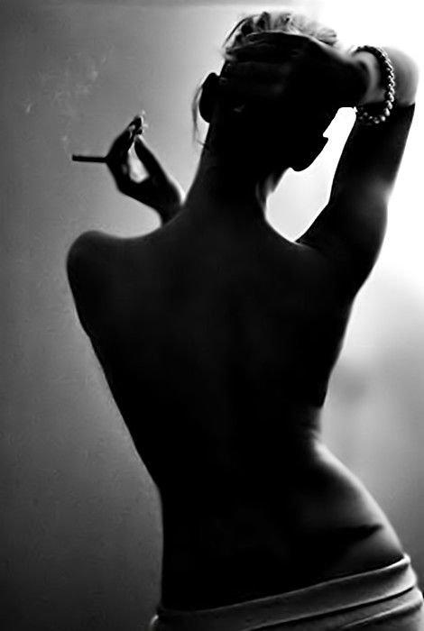 Картинки женщин со спины черно белые
