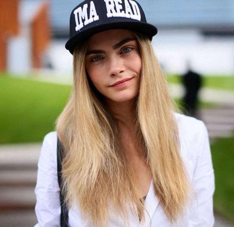 фото девушек в кепках жидкость является