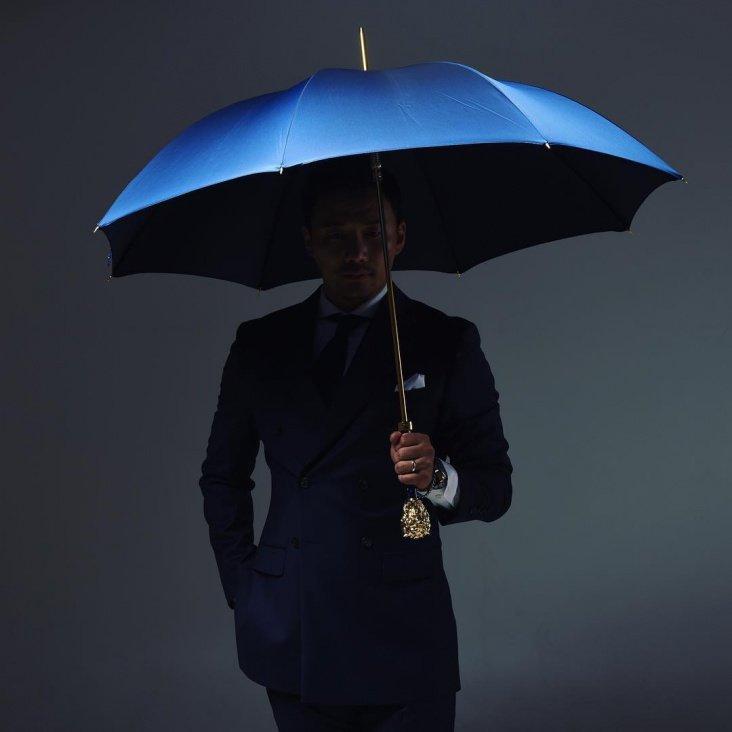 Мужчина под зонтом картинки