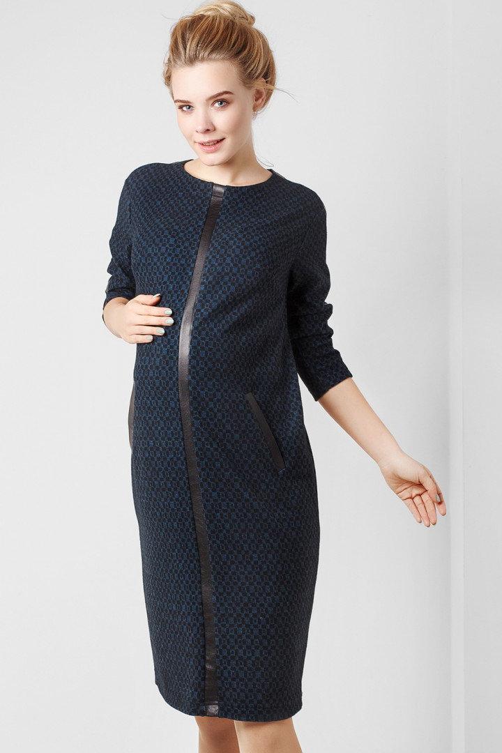 50e7493be780 Элегантное синее платье выполнено в минималистическом стиле ...
