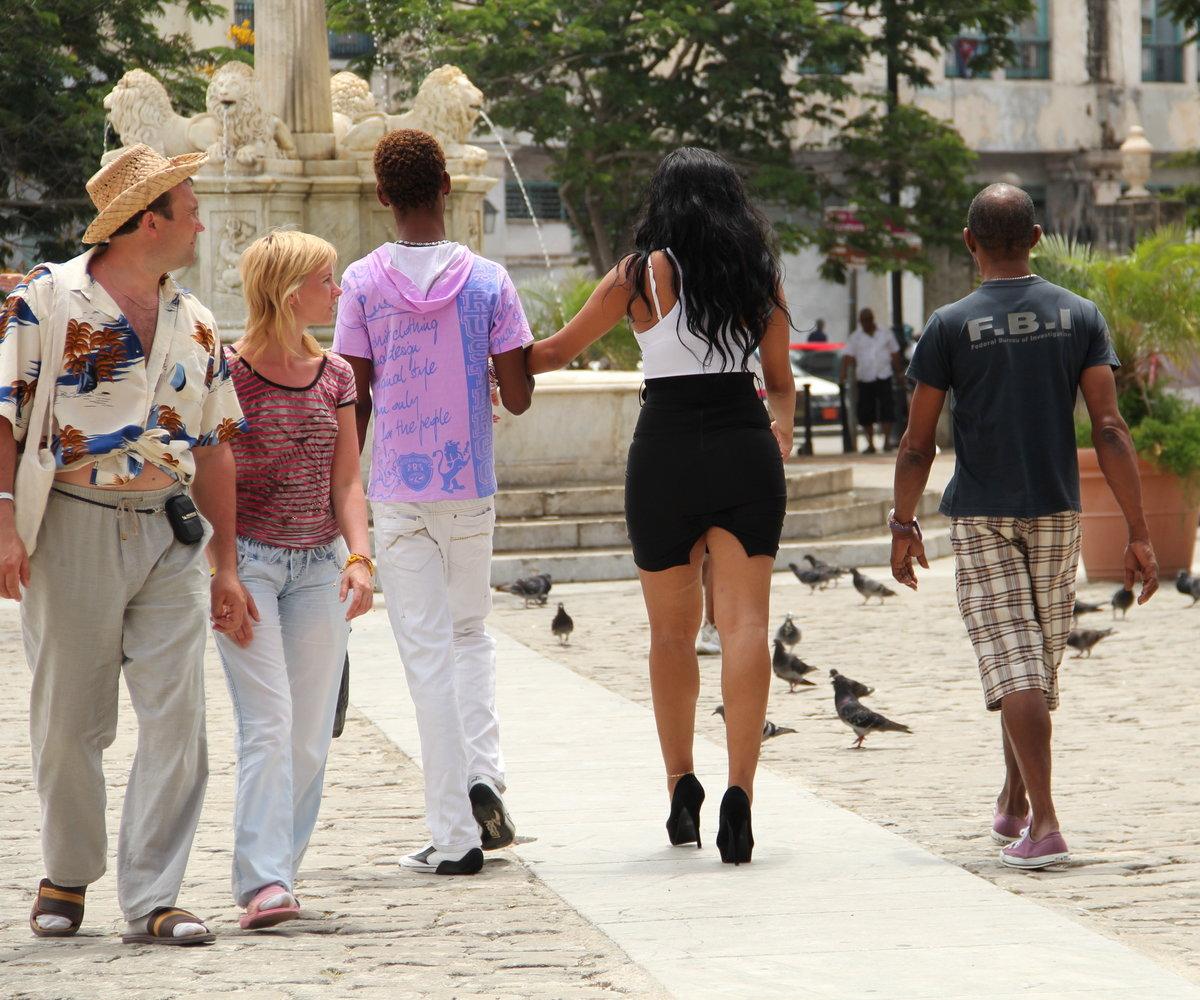 фото людей в городе летом недорогой частный сектор
