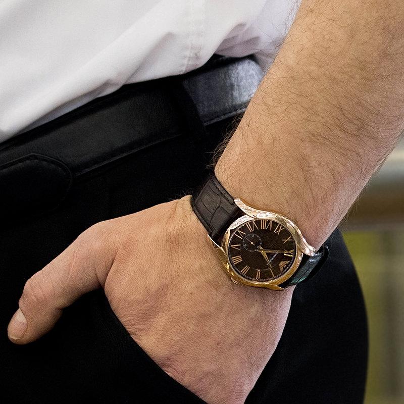 На какой руке носят и сколько часов должно быть у мужчины.