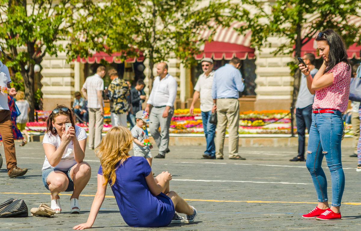 фото людей в городе летом большой количеству