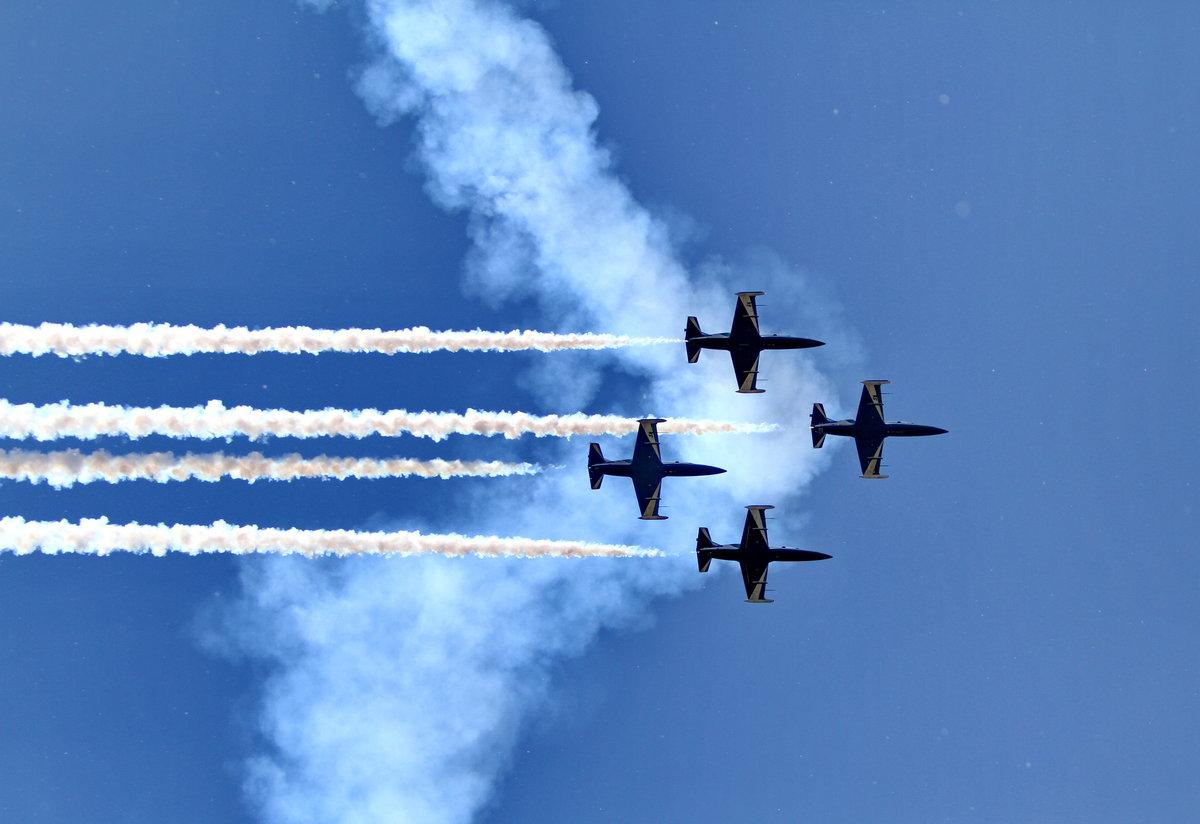 Картинки военные летчики и самолеты аравия является