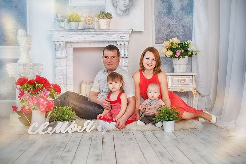 семейные с студийные цветами фотосессии