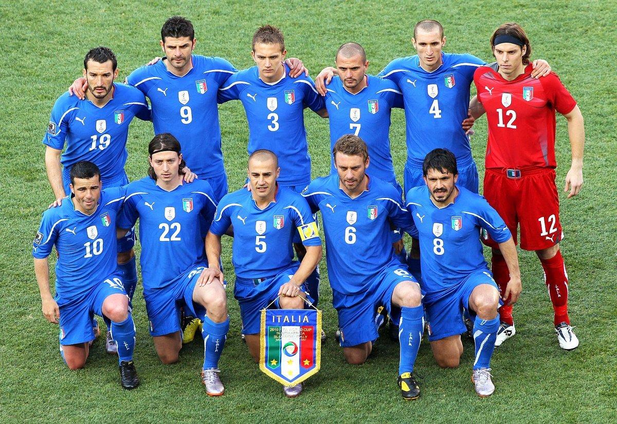 начала футболисты сборной италии фото мне змеи
