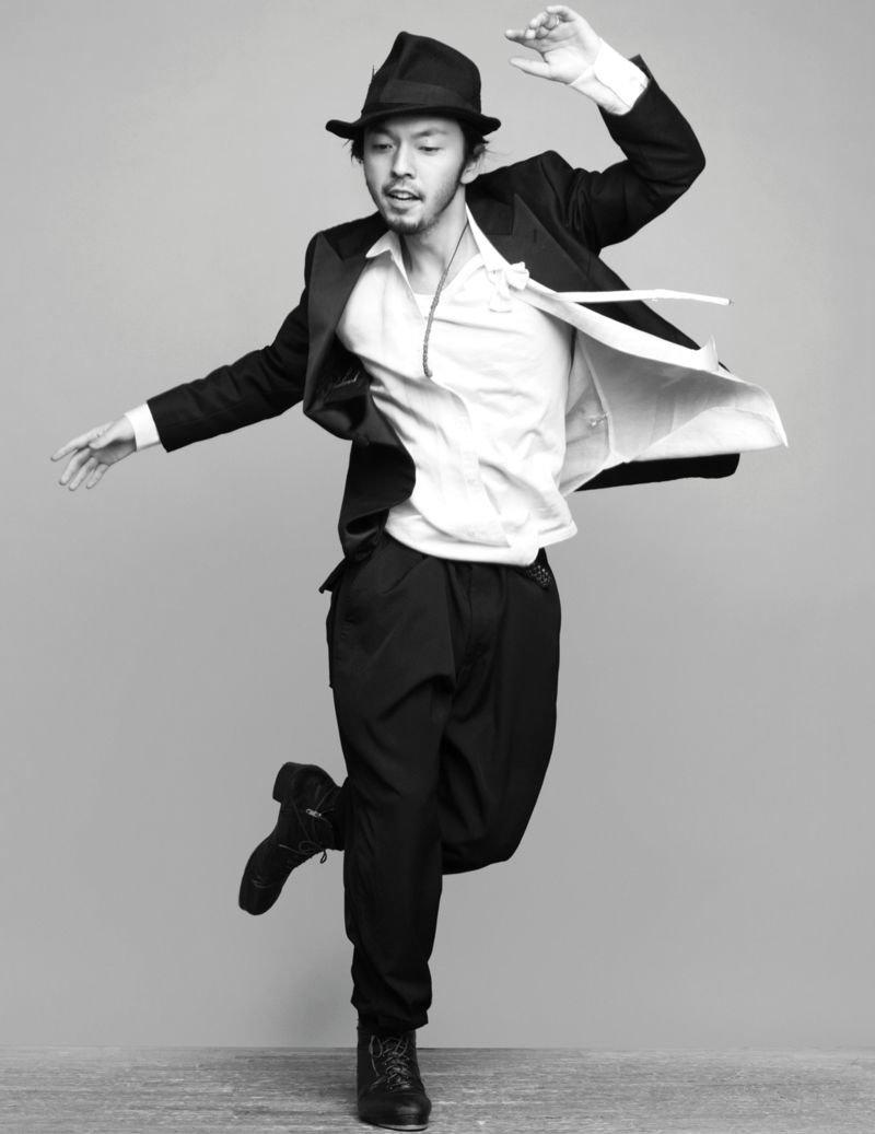 фото парень танцует вересковых