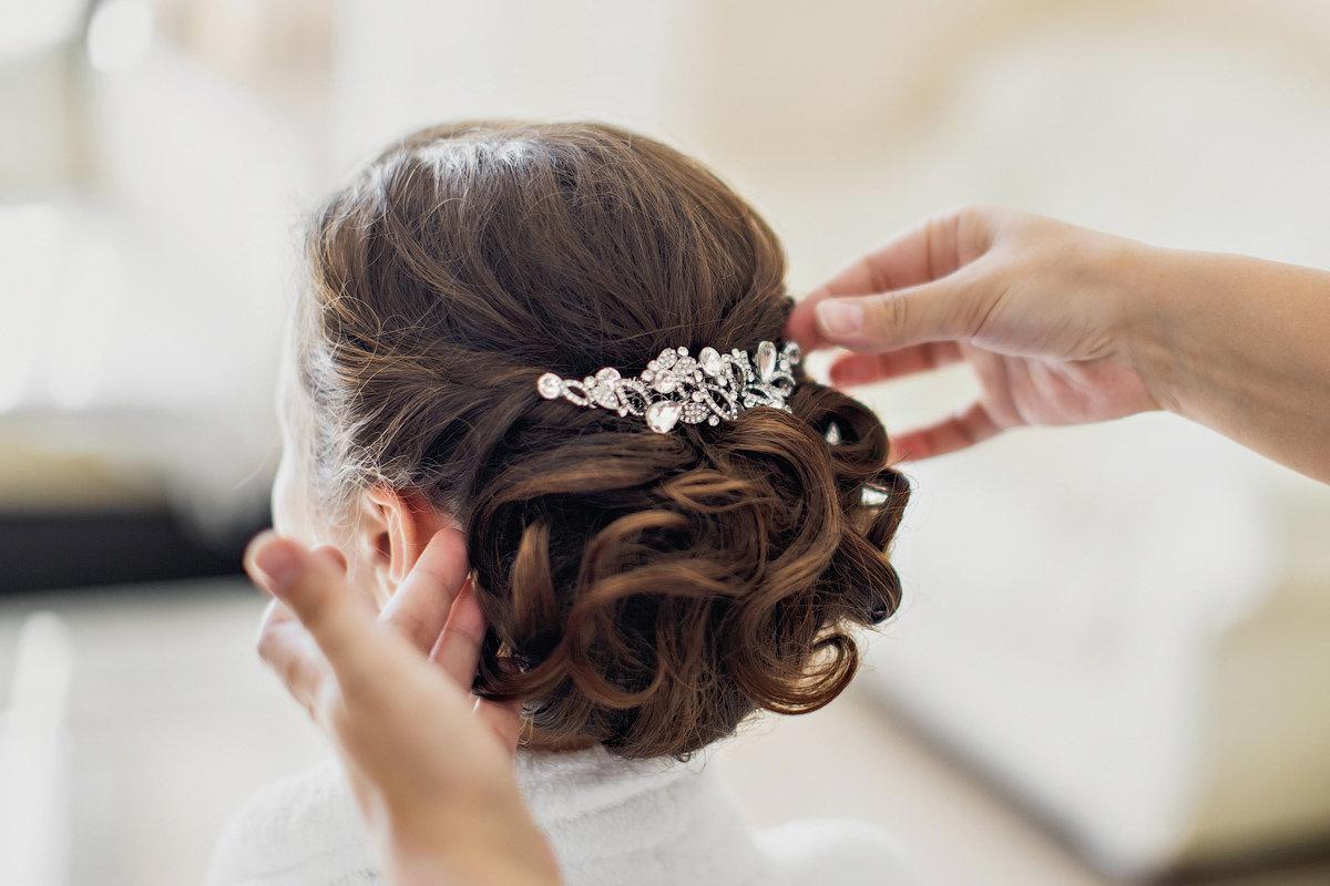 свадебные прически фото со шпильками справиться ностальгией вдали