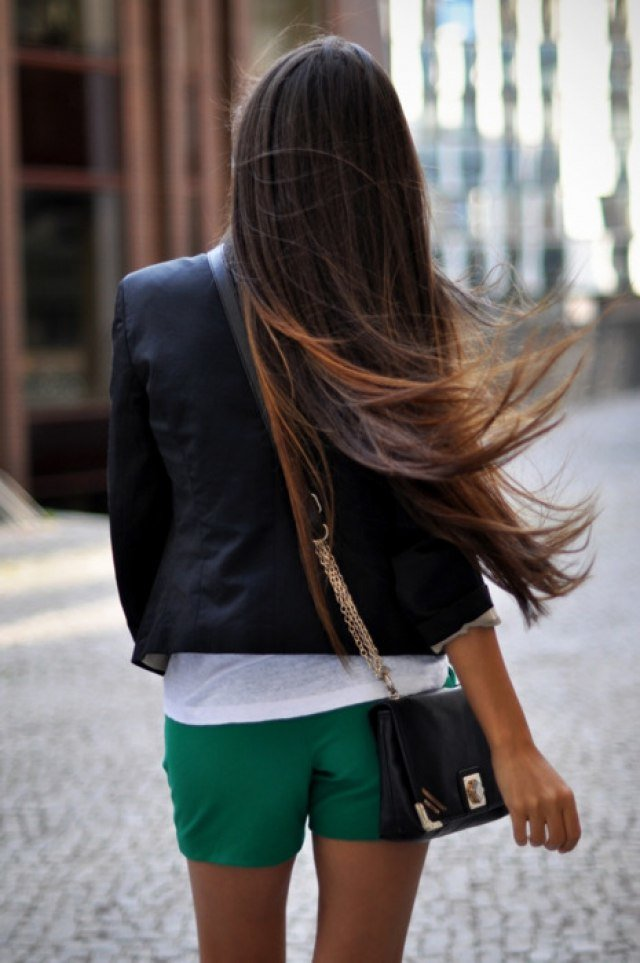 Картинки девушек брюнеток со спины одетые