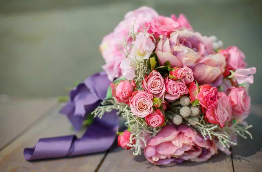 Дизайнерские букеты роз, много