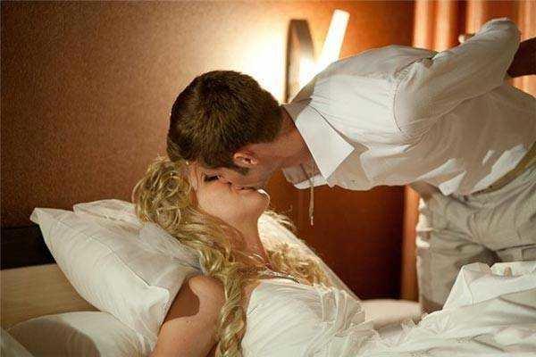 потом одна перви брачни ноч и девушка половые
