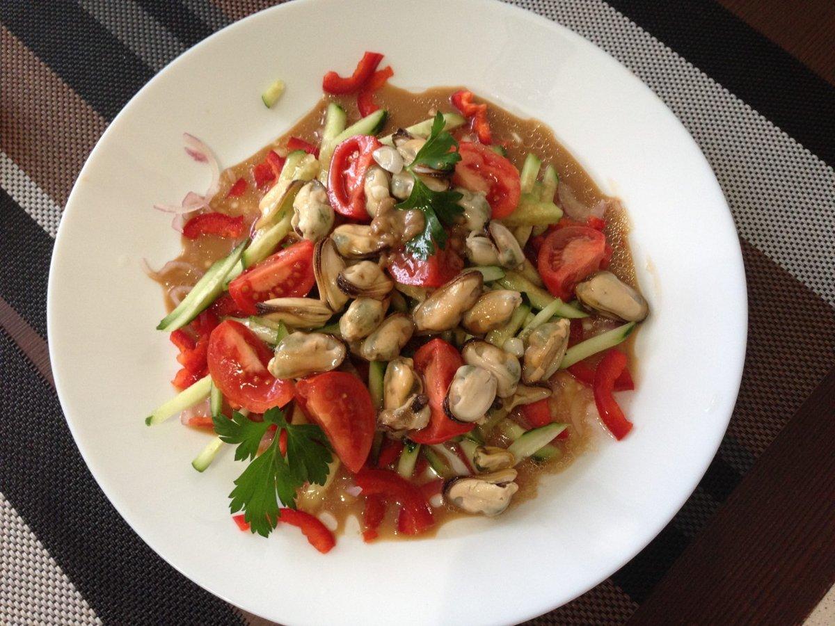Салат из мяса мидий рецепт с фото