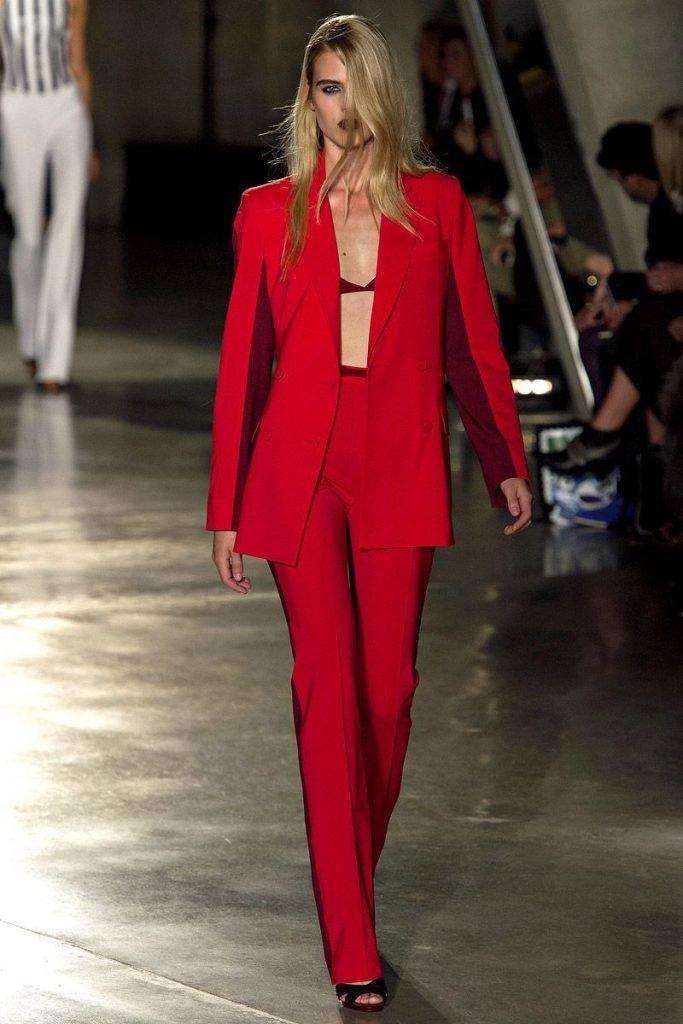 она меня красный брючный костюм женский фото хоть